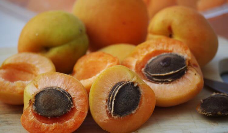 Vitamin B17 (Amygdalin). Das unterschätzte Vitamin